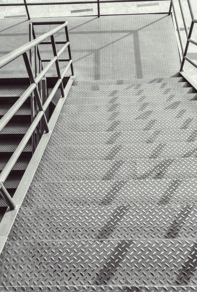 escadas em ferro galvanizado e tratado