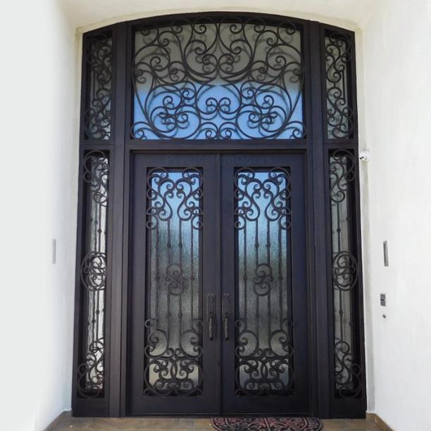 porta ornamentada ferro