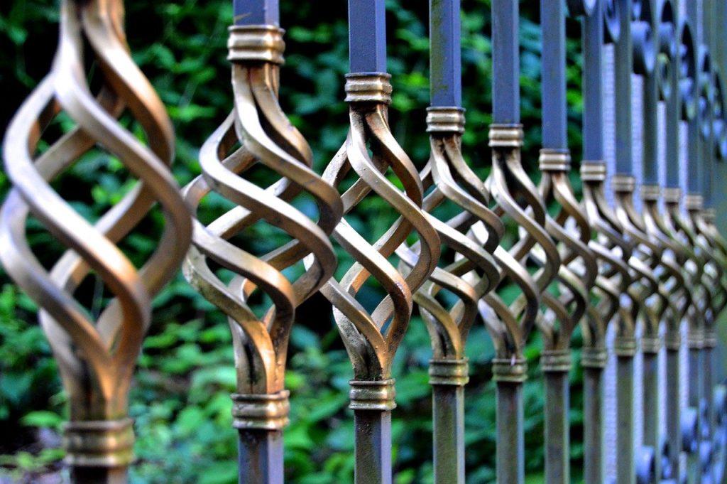 portão de ferro forjado com pintura